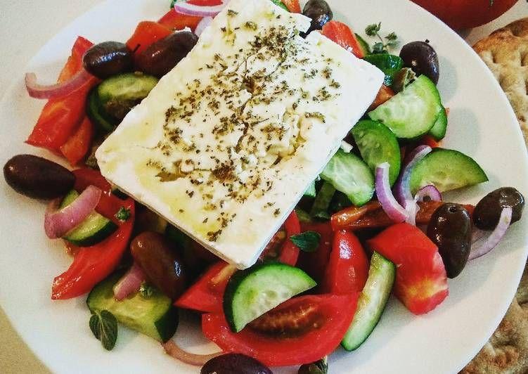 Η σωστή χωριάτικη σαλάτα